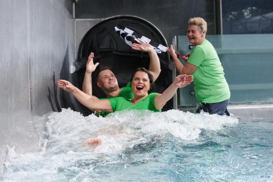Das Hallenbad bietet auch eine 100-m-Riesenrutsche!