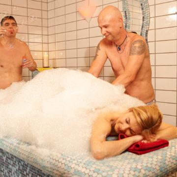 Im Geibeltbad Pirna erwartet Sie ein türkisches Hamam-Bad mit Erlebnisdusche und zwei Aroma-Dampfbädern.