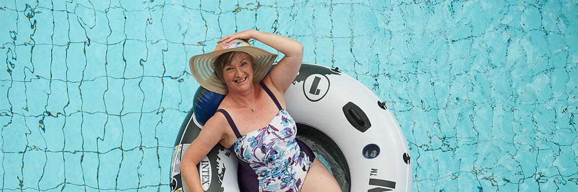 Das Geibeltbad Pirna bietet auch für die Älteren Aktivkurse, Erholung und eine schöne Saunalandschaft.