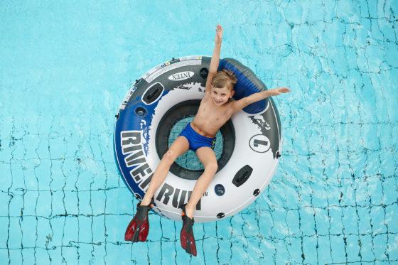 Das Geibeltbad Pirna bietet für (Klein-)Kinder viele Kurse, Kindergeburtstag und Mermaiding an.