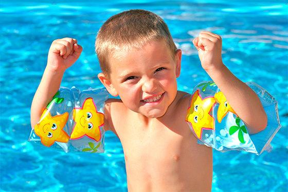 Unser Aqua-Kinder-Spaß ist ein Sicherheitstraining für Nichtschwimmer und bietet ein vielseitiges Programm zur spielerischen Wassergewöhnung.
